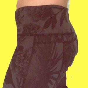Lululemon black rose leggings size 10